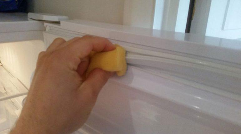 How to clean fridge door rubber