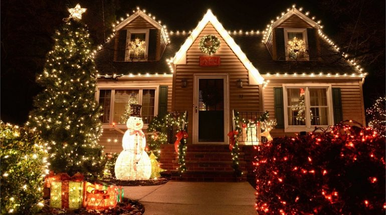 Decorate your house with Christmas lights